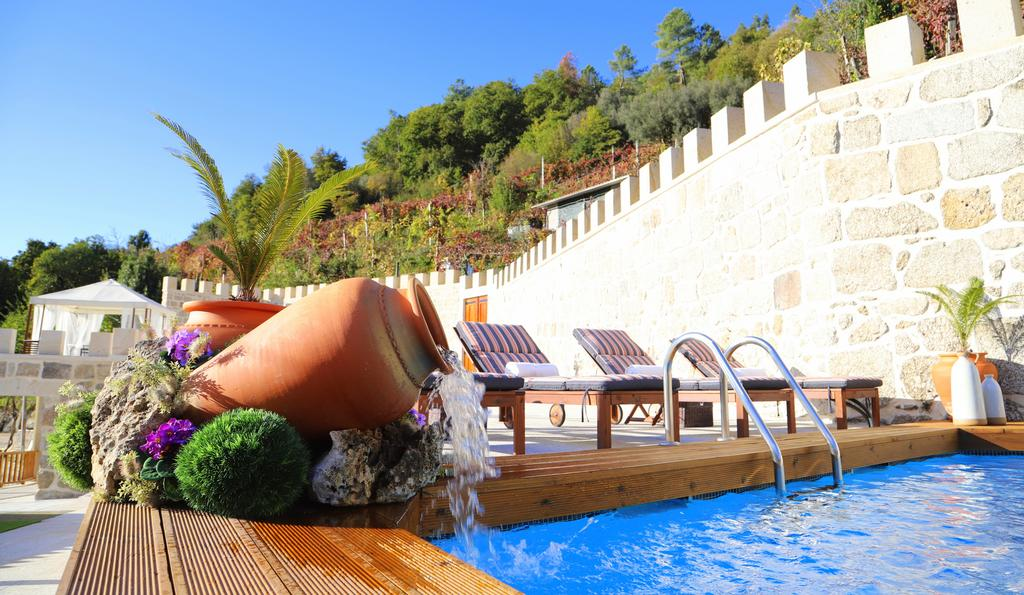 Casa com piscina em pleno Gerês
