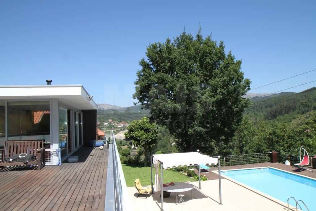 T3 com piscina privada em propriedade isolada