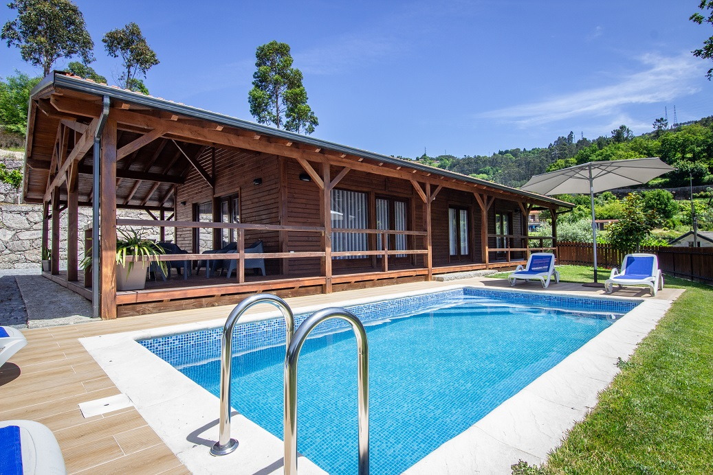 Bungalow T2 com piscina privada com vistas para Caniçada