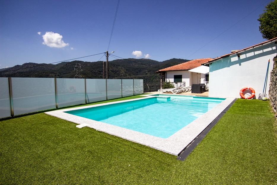 Casa T2 com piscina privada na encosta da Caniçada